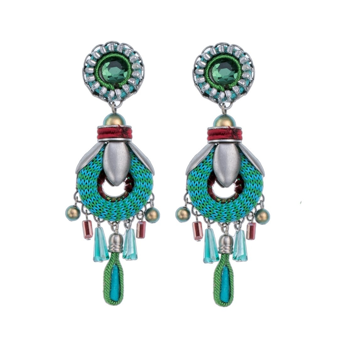 If you need a fashion accessories outlet to stock your store or boutique, then you've come to the right place. We carry a huge selection of quality wholesale designer jewelry featuring hundreds of necklace & wholesale bracelet styles, pendant sets, collars, fashionable rings and all varieties of earrings.